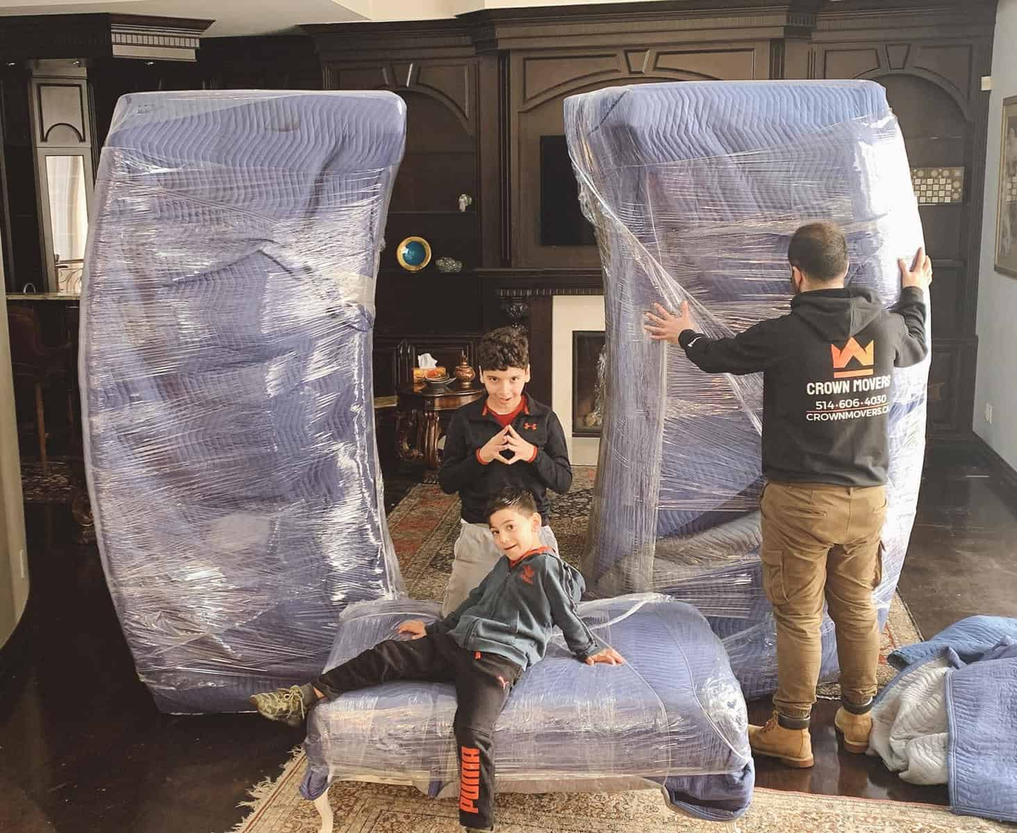 friendly movers in Montreal offering packing services